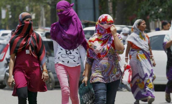 Hot and dry weather persisted over Uttar Pradesh, with