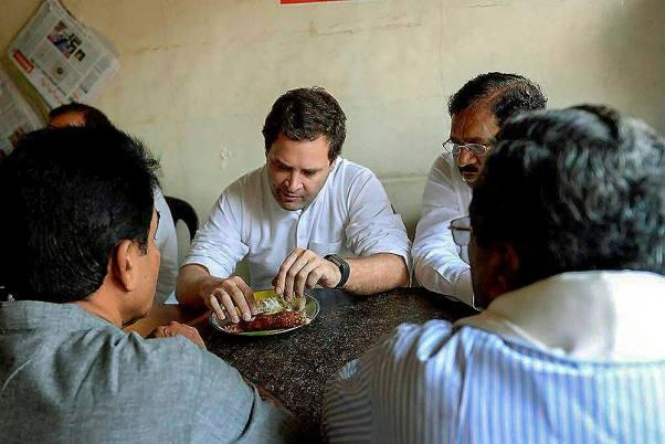 Rahul Gandhi enjoys dosa at Patna restaurant