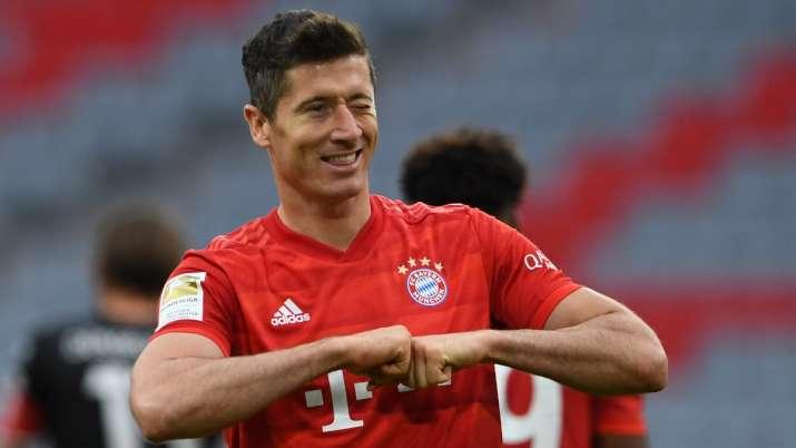 Right now Robert Lewandowski is better option than Cristiano Ronaldo: Thomas Muller