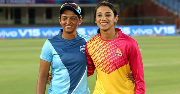 Harmanpreet Kaur (L) and Smriti Mandhana.