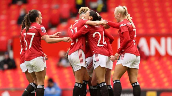 Manchester United women's team makes Old Trafford debut with 2-0 win over West Ham