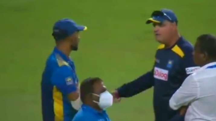 Watch: Sri Lanka captain Dasun Shanaka and coach Mickey Arthur in heated discussion after 2nd ODI lo